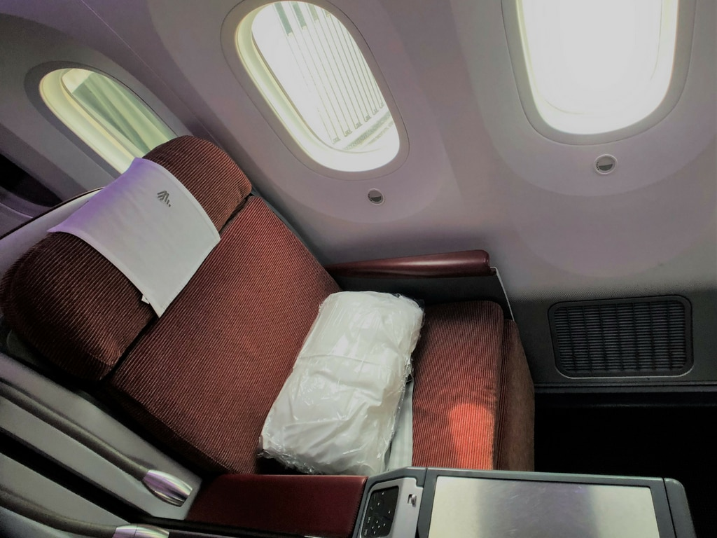 Latam business class SEAT SIDE VIEW