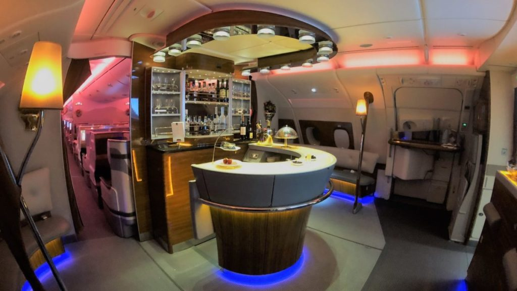 The iconic Emirates A380 bar – Old school glamour at 40,000 feet