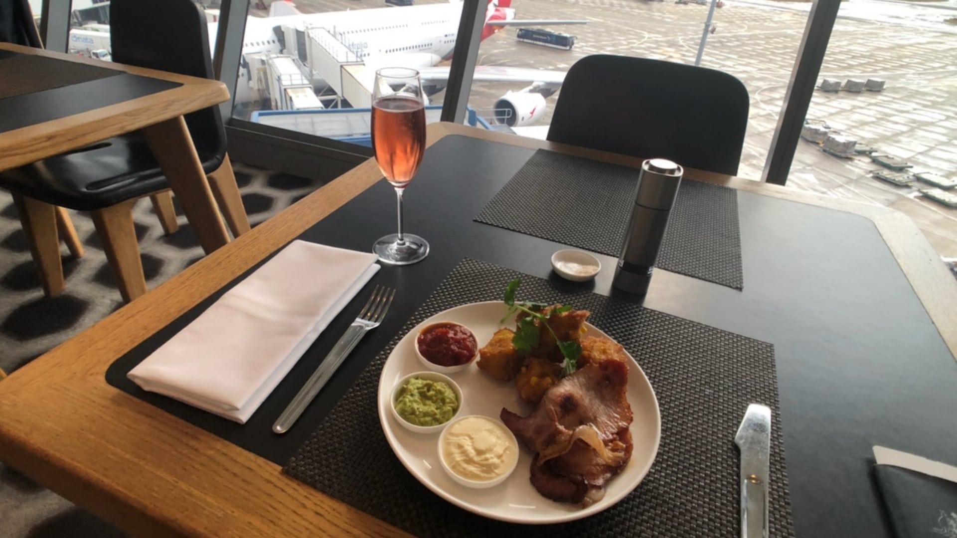 qantas first class lounge meal