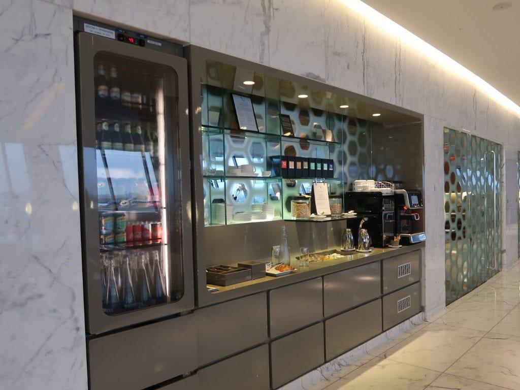 qantas first class lounge sydney 16