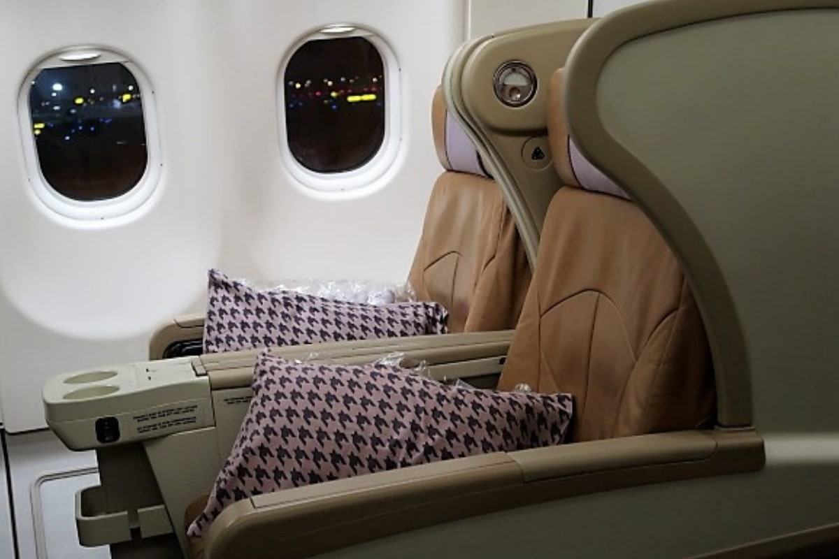 singapore airlines a330 business class seat side view