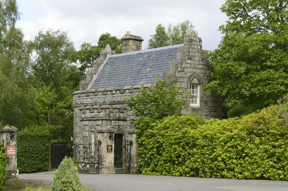 inverlochy castle gate lodge