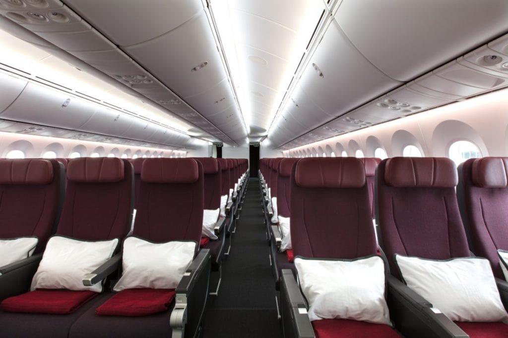 qantas dreamliner 787 economy cabin