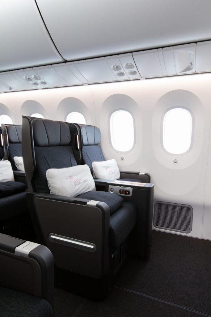 qantas dreamliner 787 premium economy seat