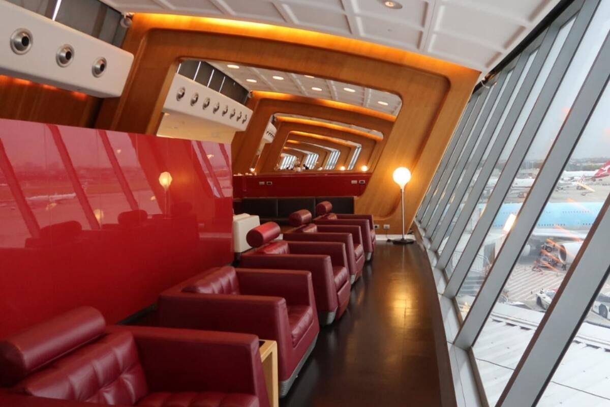 sydney first class qantas lounge