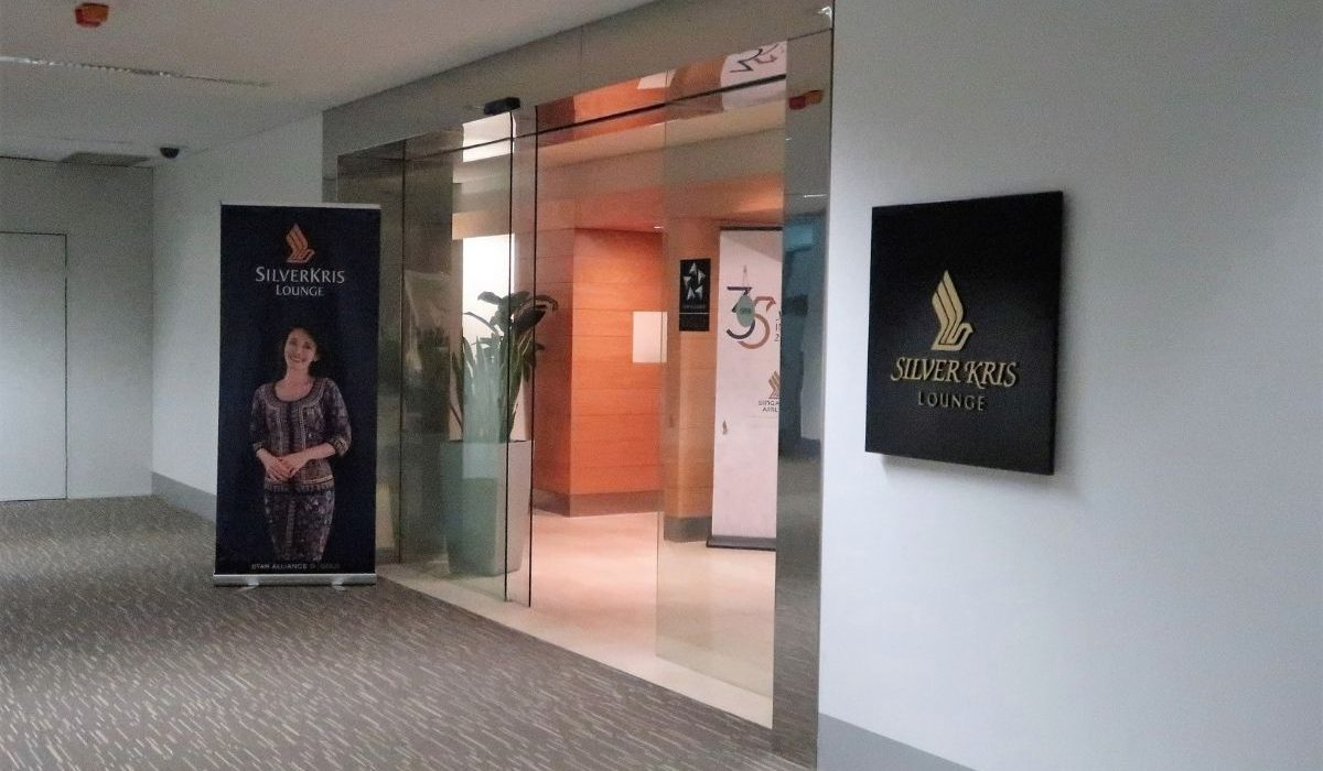 singapore airlines krisflyer lounge adelaide airport - entry
