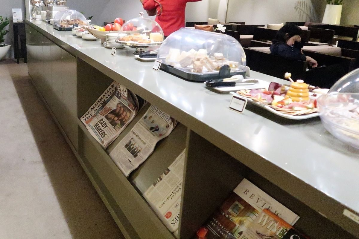 singapore airlines krisflyer lounge adelaide airport - buffet