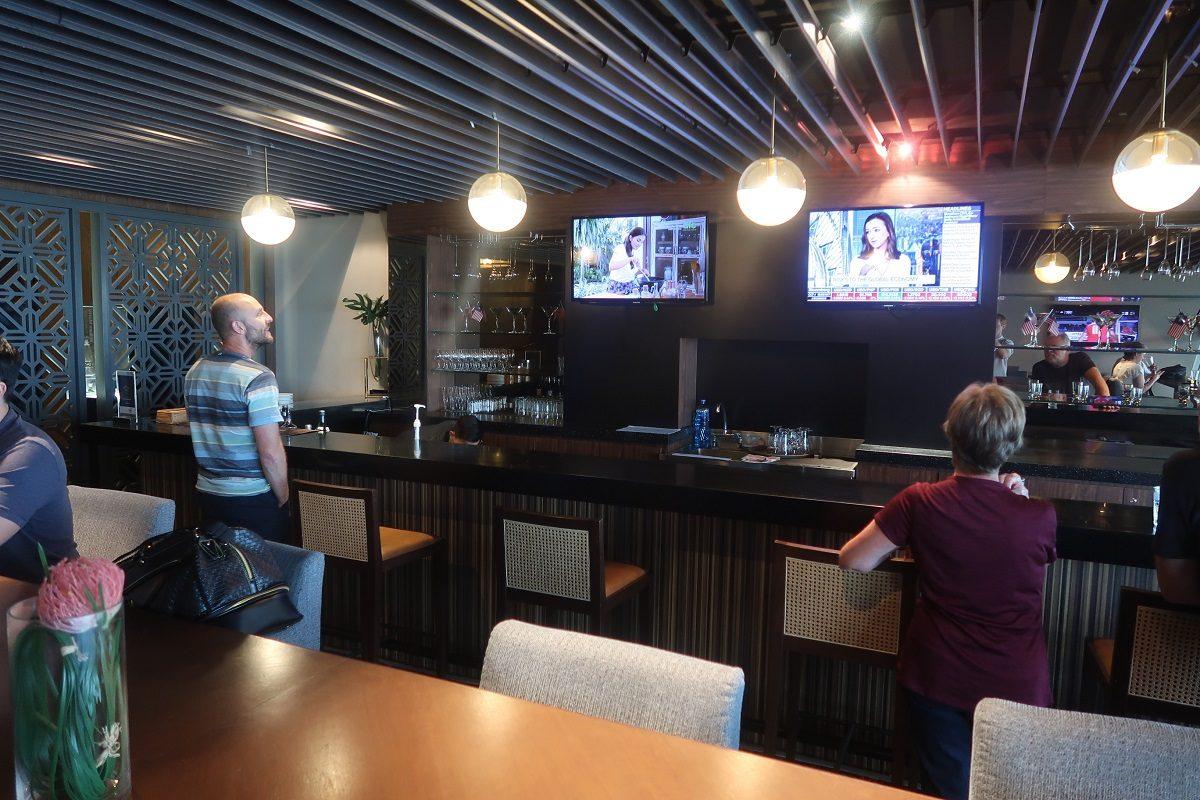 Malaysia Airlines KL Golden Lounge Satellite Terminal bar
