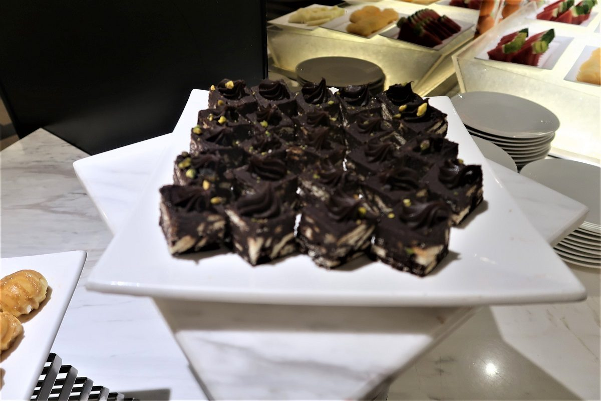 Malaysia Airlines KL Golden Lounge Satellite Terminal cakes