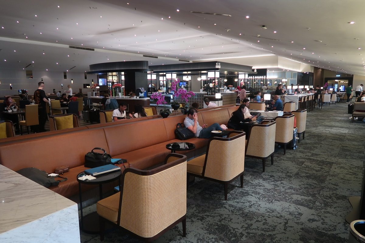 Malaysia Airlines KL Golden Lounge Satellite Terminal open space (1)