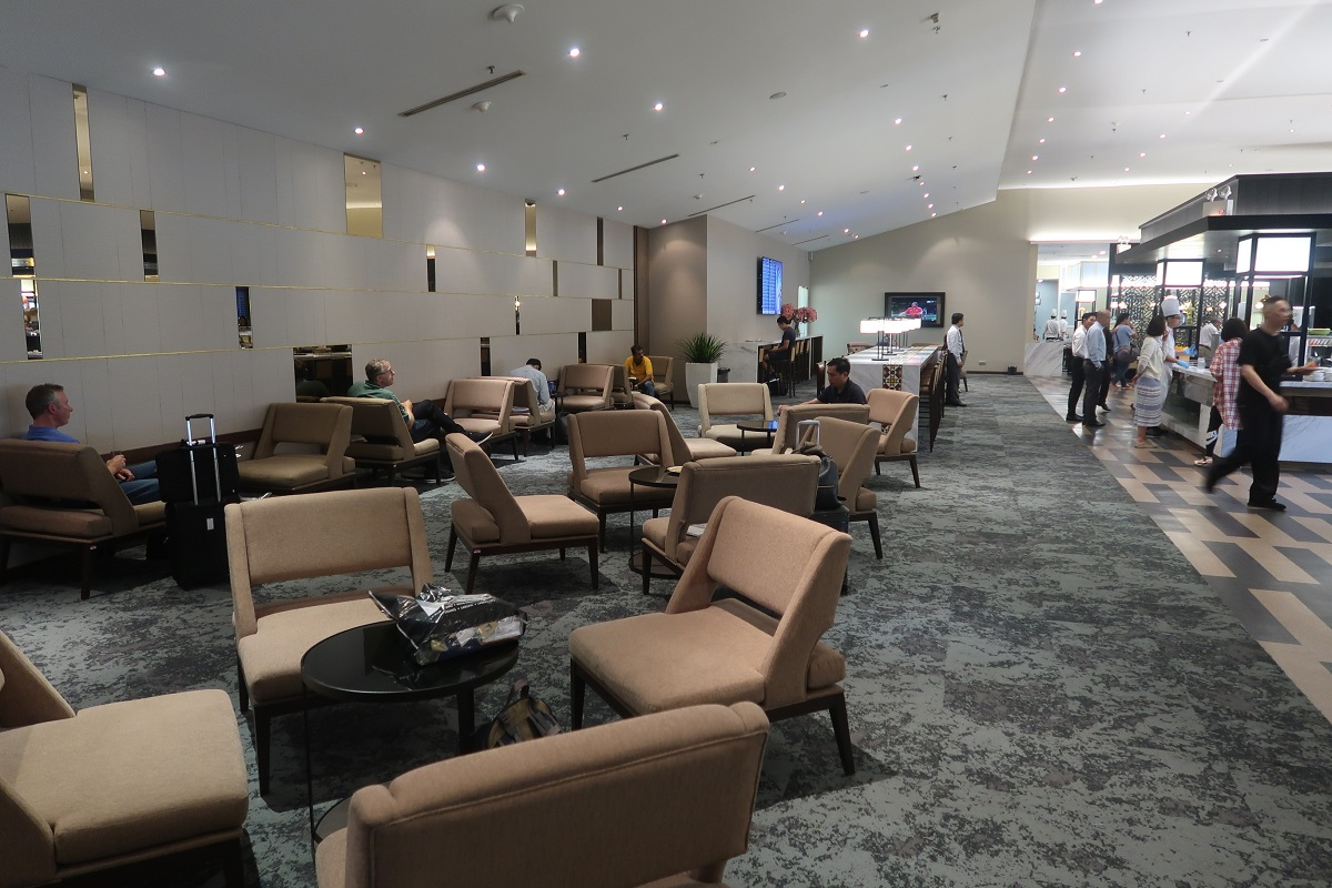 Malaysia Airlines KL Golden Lounge Satellite Terminal open space (2)