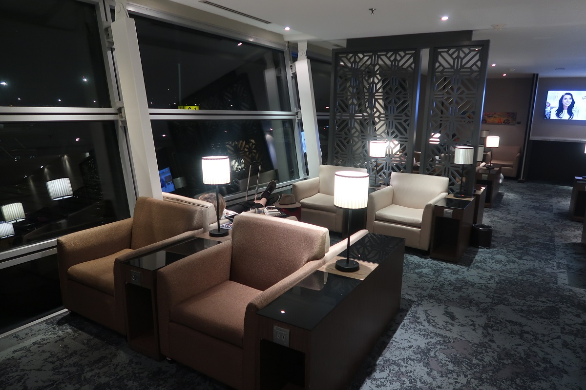 Malaysia Airlines KL Golden Lounge Satellite Terminal open space (4)