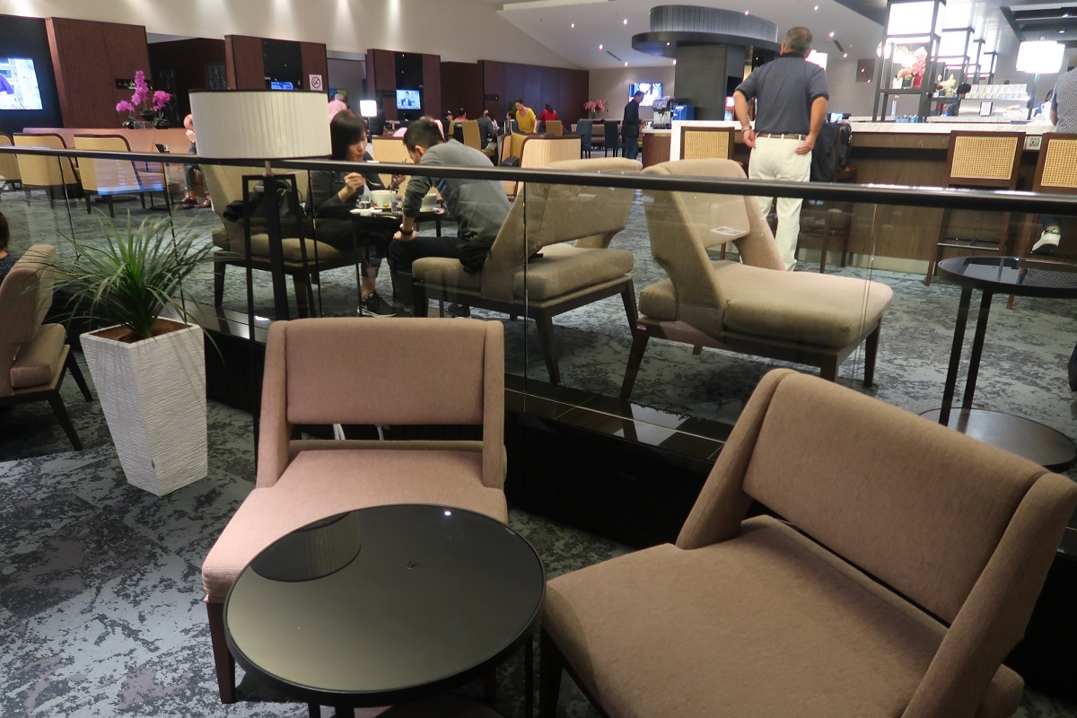 Malaysia Airlines KL Golden Lounge Satellite Terminal open space (5)