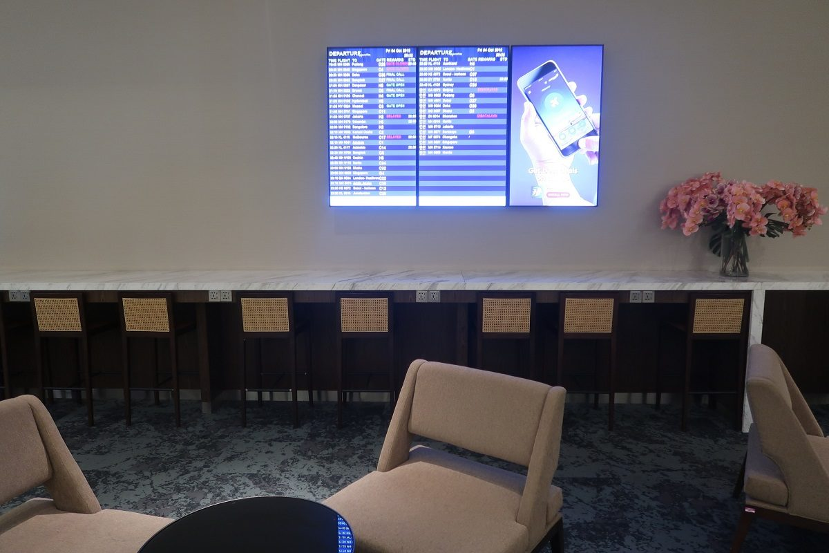 Malaysia Airlines KL Golden Lounge Satellite Terminal open space (6)