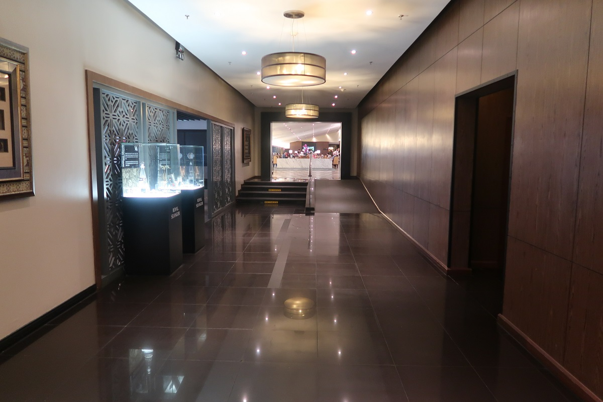Malaysia Airlines KL Golden Lounge Satellite Terminal corridor 1