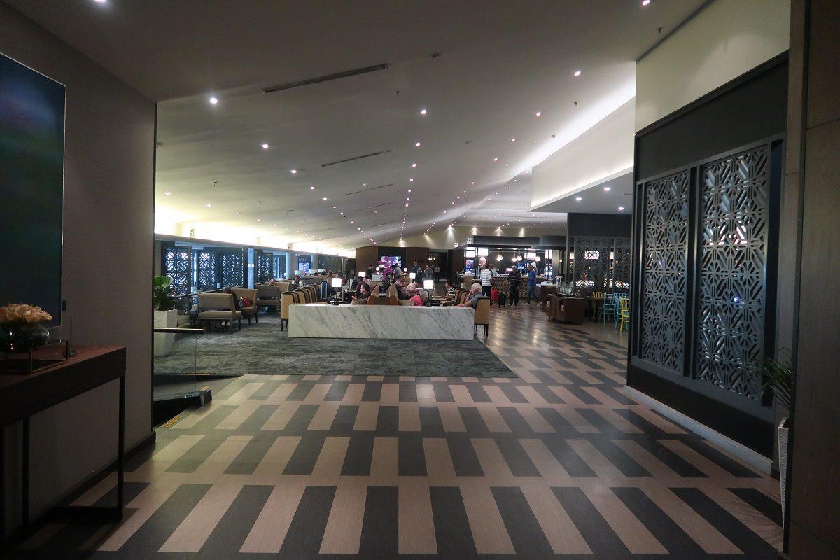 Malaysia Airlines KL Golden Lounge Satellite Terminal corridor 2