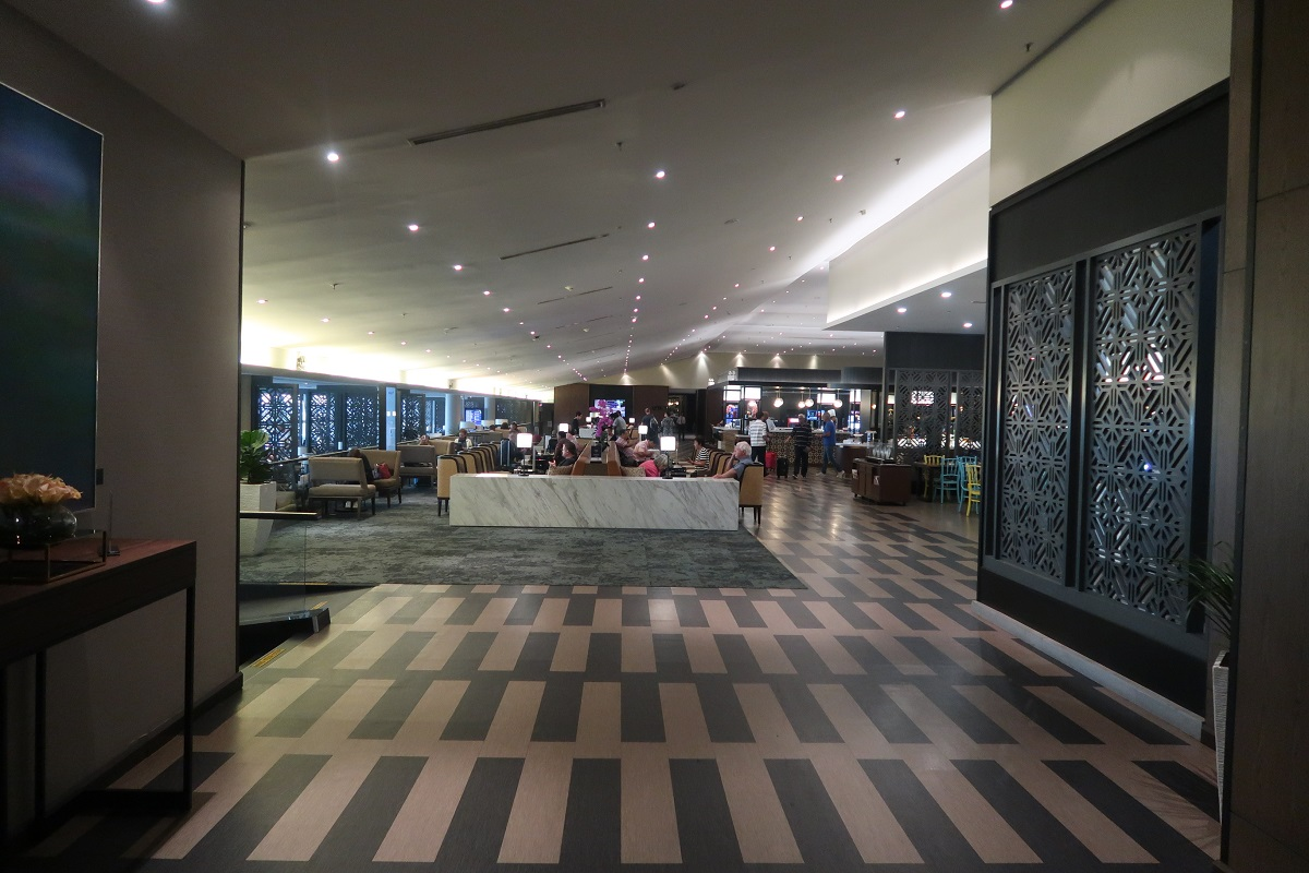 Malaysia Airlines KL Golden Lounge Satellite Terminal corridor 2