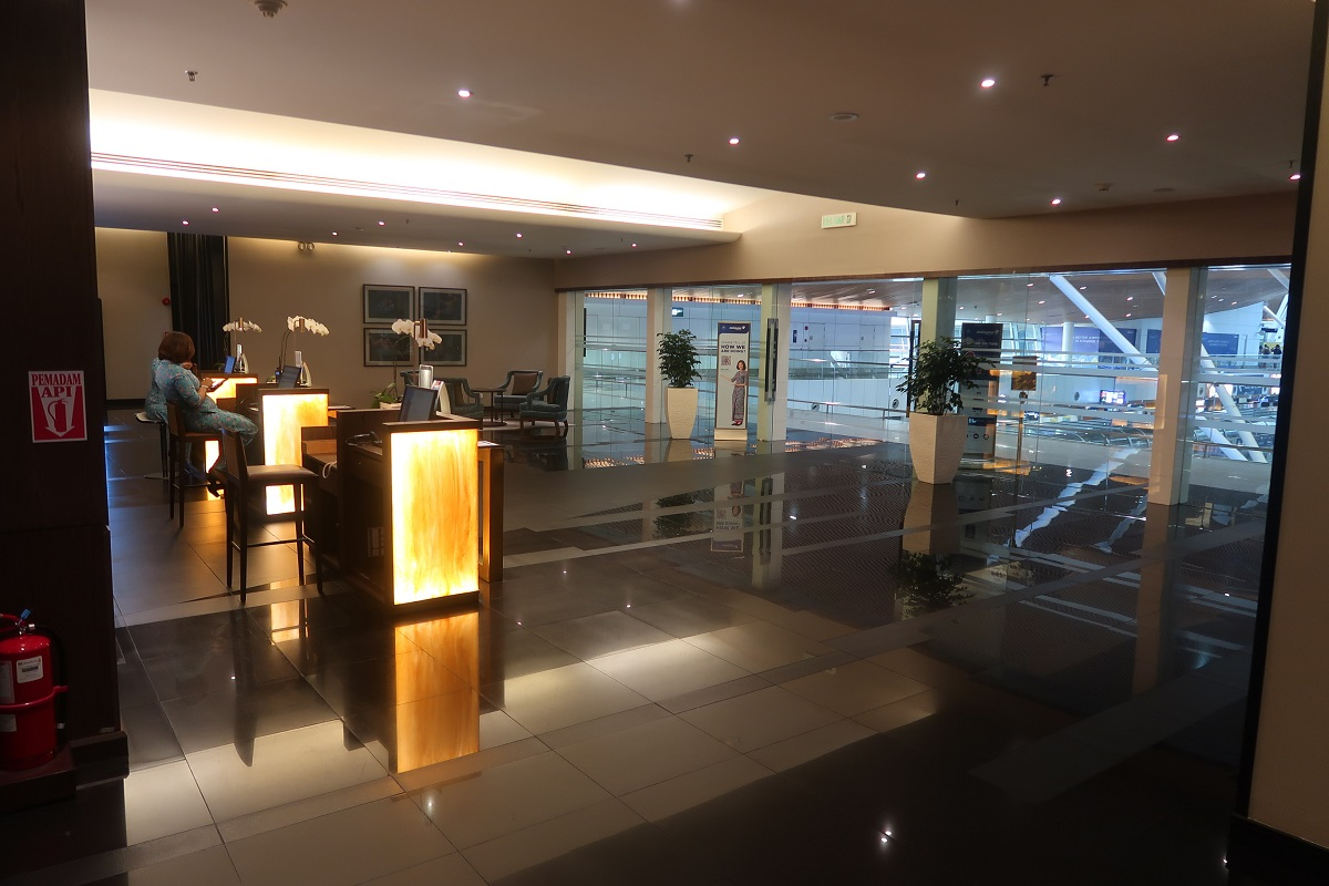Malaysia Airlines KL Golden Lounge Satellite Terminal foyer 2