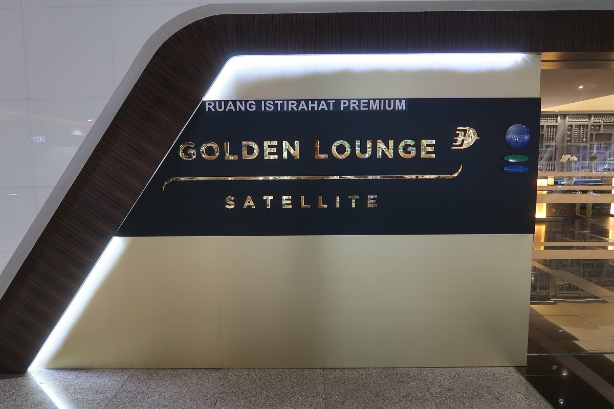Malaysia Airlines KL Golden Lounge Satellite Terminal entry