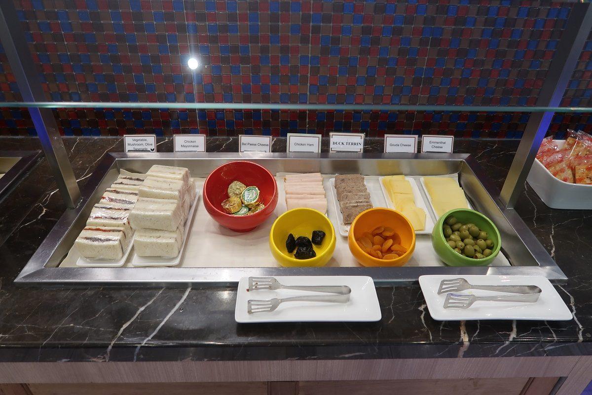 SATS Premier Lounge Terminal 2 Singapore Airport sandwiches