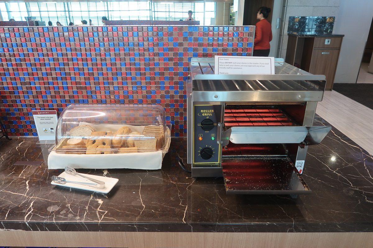 SATS Premier Lounge Terminal 2 Singapore Airport breads