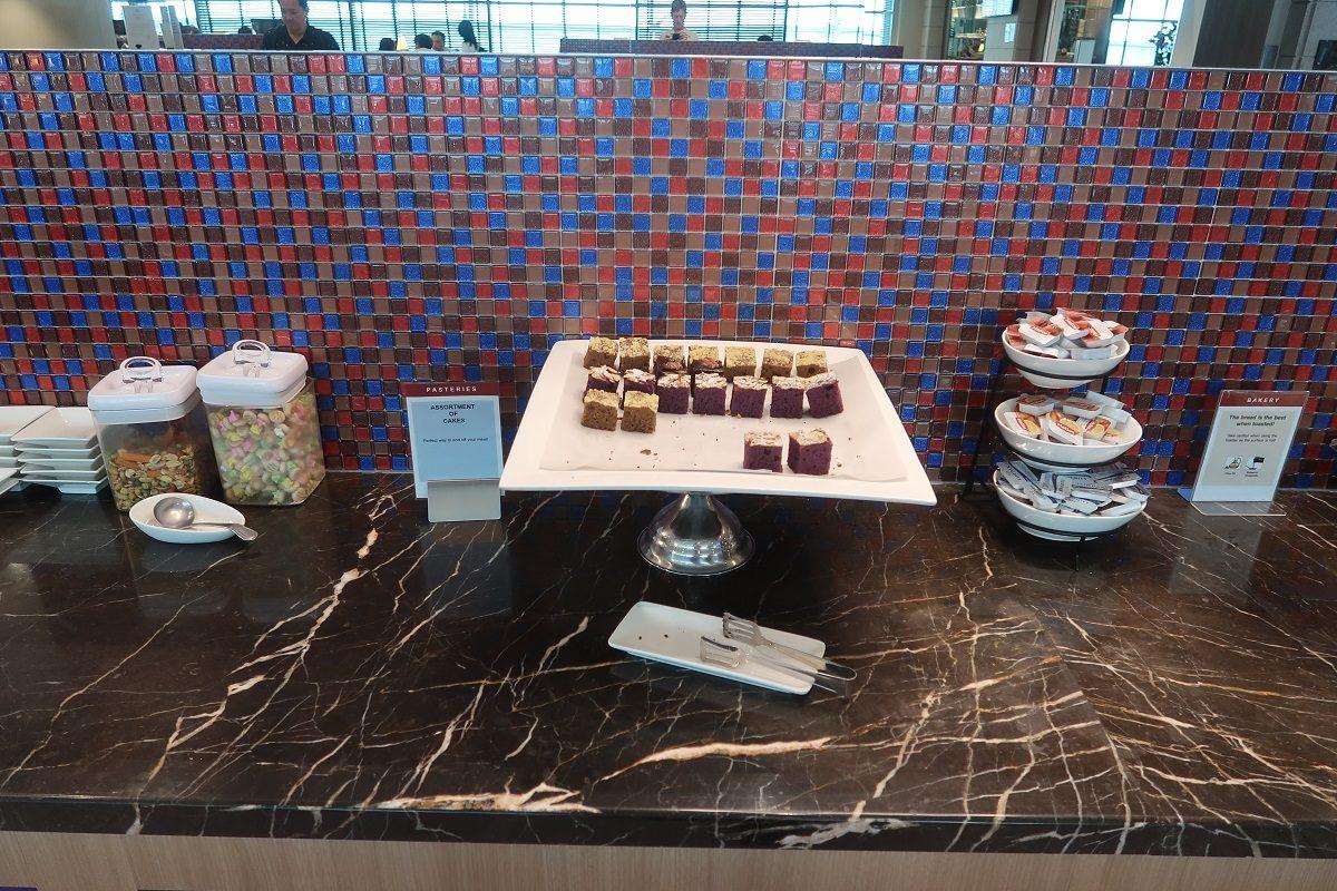 SATS Premier Lounge Terminal 2 Singapore Airport cakes