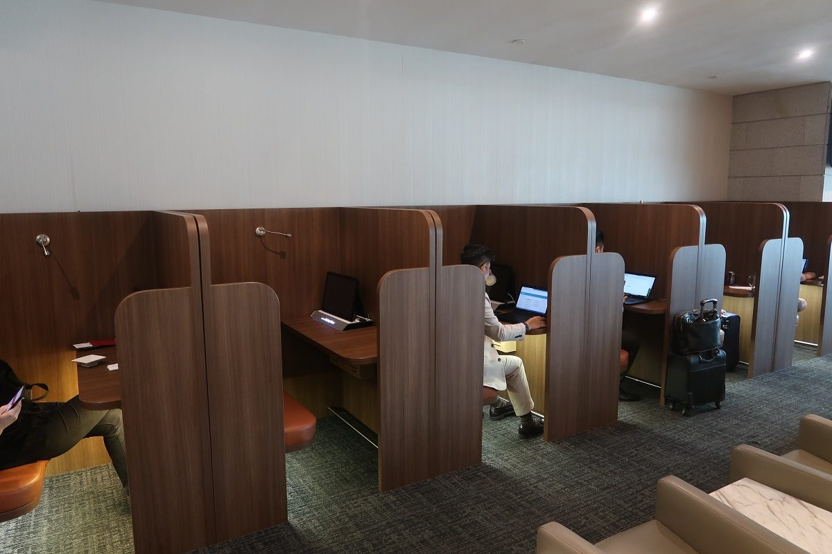 SATS Premier Lounge Terminal 2 Singapore Airport cubicle row 2