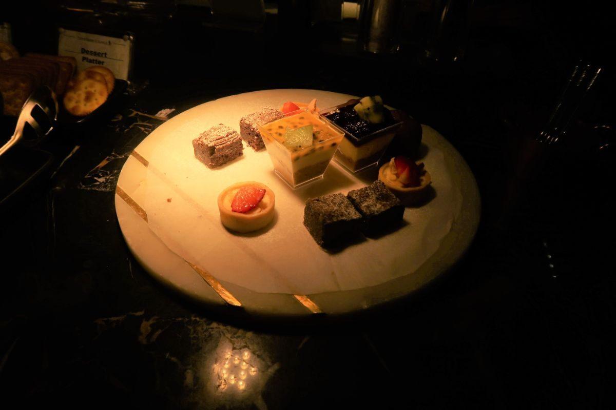 Singapore Airlines SilverKris Lounge Sydney lounge desserts