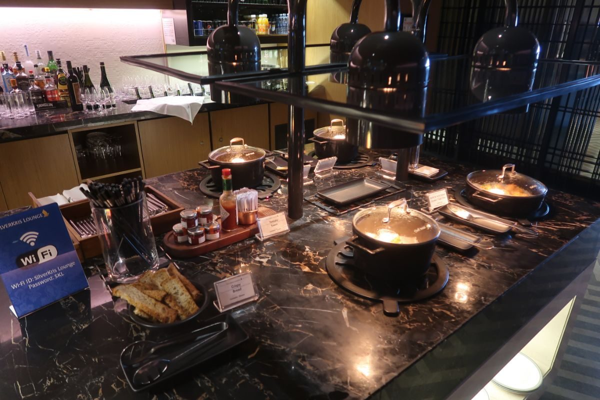Singapore Airlines SilverKris Lounge Sydney lounge buffet