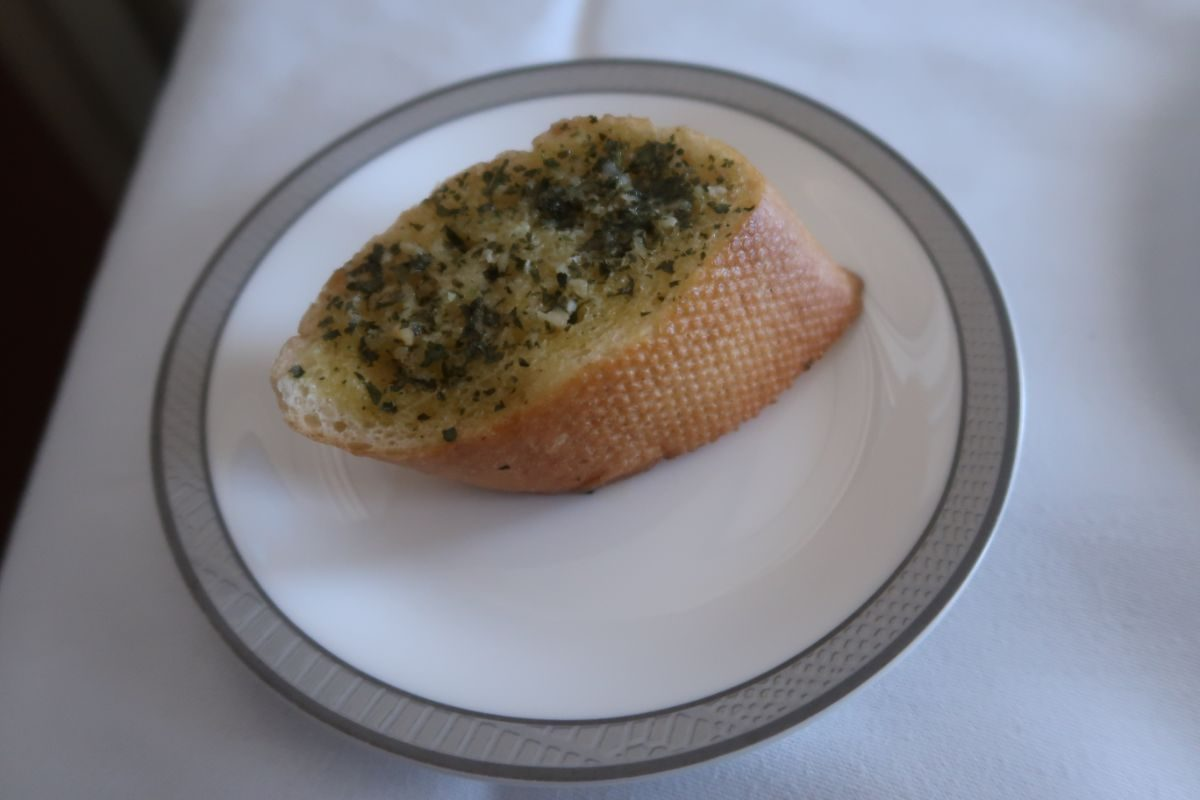 Singapore Airlines old A380 First Class Suite garlic bread