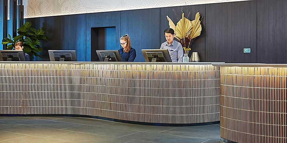 Holiday Inn Express Melbourne Southbank reception