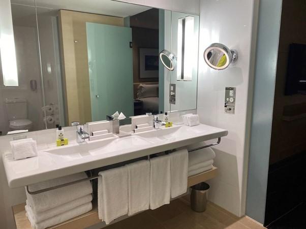 Intercontinental Melbourne The Rialto fitzroy suite bathrooom