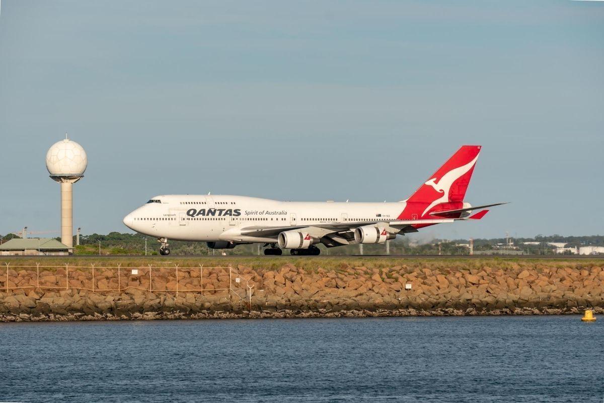 qanta s747 landing sydney airport