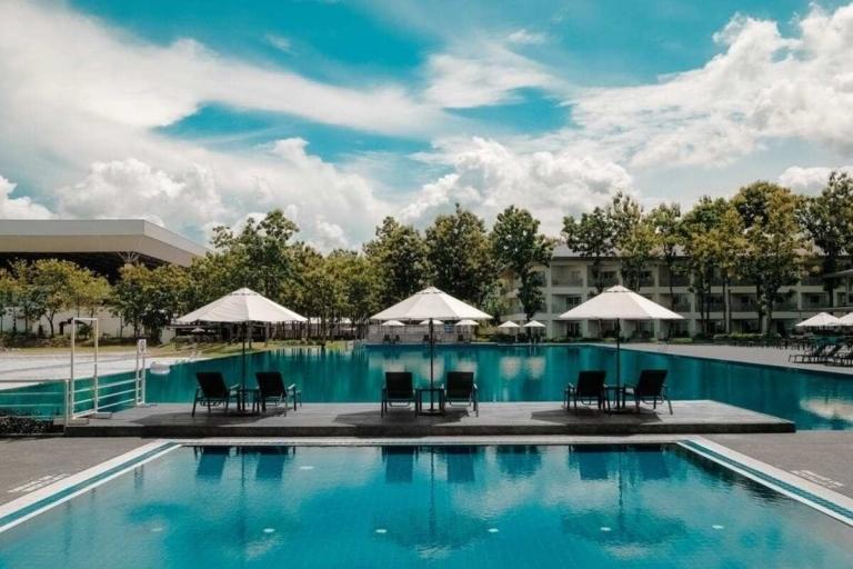 poolside qantas hotel