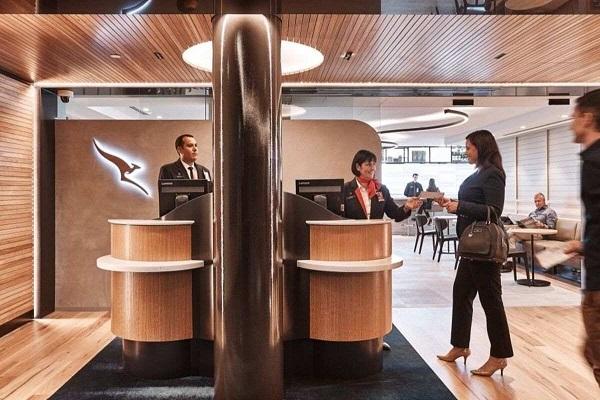 qantas business lounge entrance
